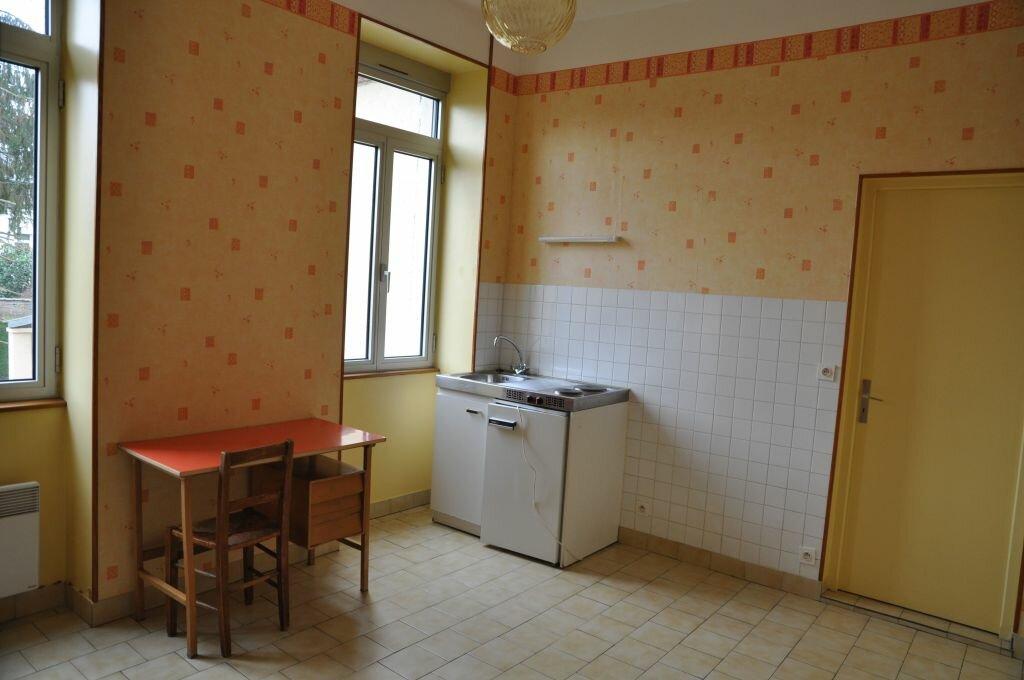 Appartement à louer 1 22m2 à Cosne-Cours-sur-Loire vignette-2