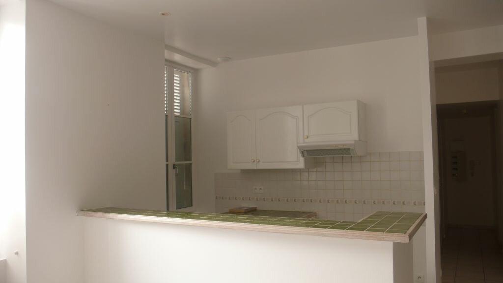 Appartement à louer 3 66m2 à Léré vignette-1