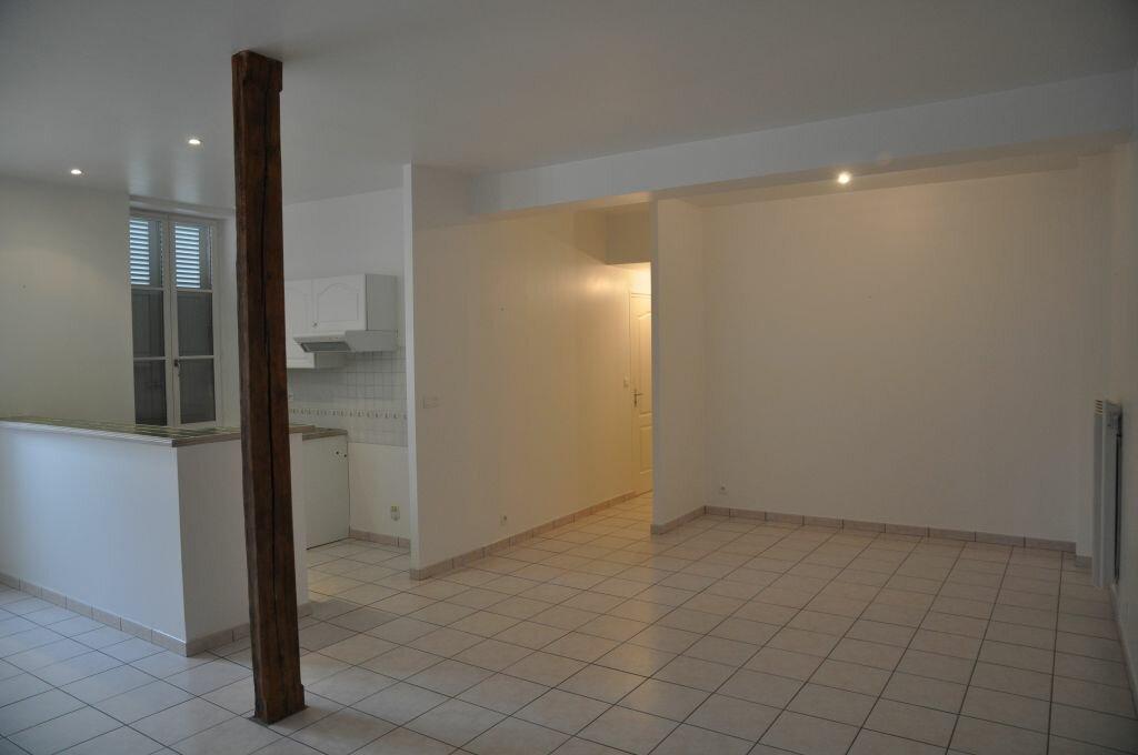 Appartement à louer 3 66m2 à Léré vignette-2