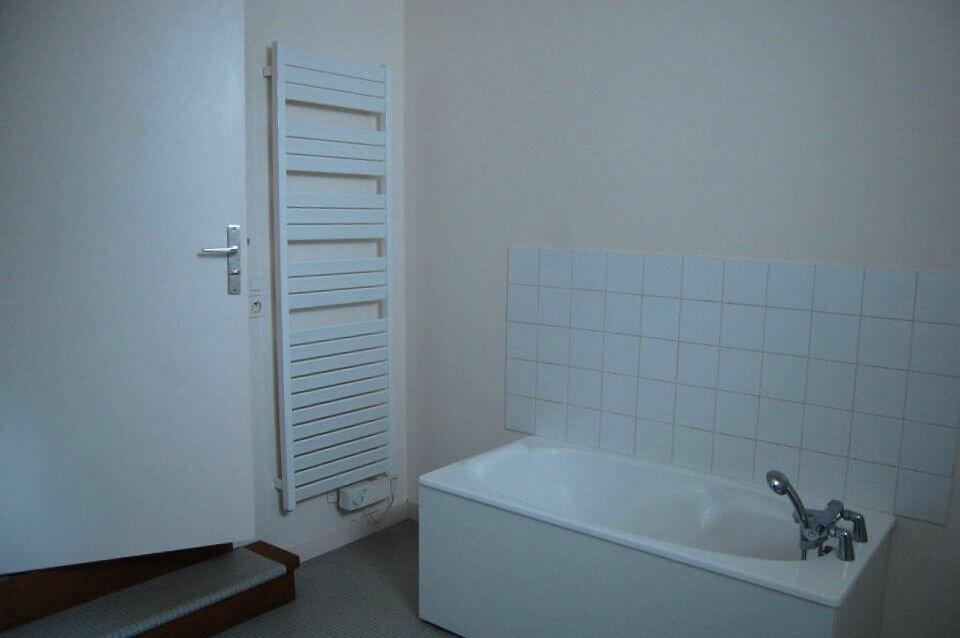 Maison à louer 4 97m2 à Sancerre vignette-5