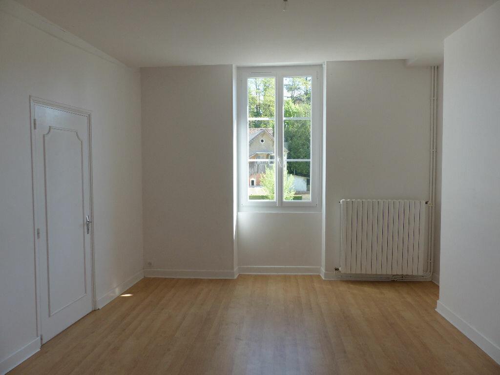 Maison à louer 4 130m2 à Donzy vignette-16
