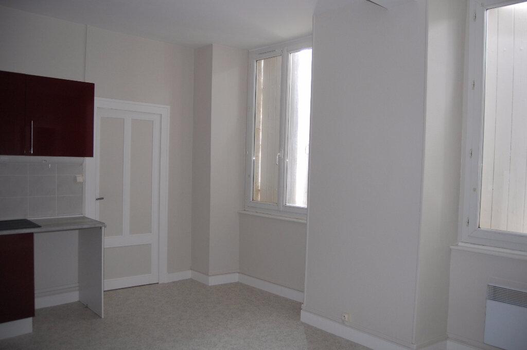 Appartement à louer 3 75m2 à Crézancy-en-Sancerre vignette-2