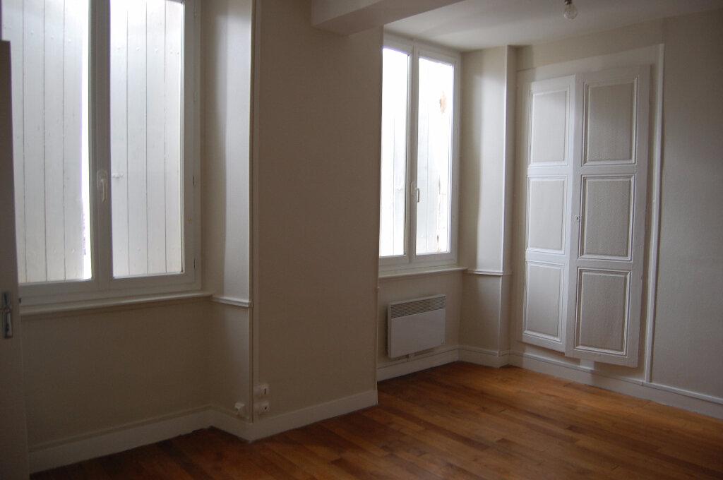 Appartement à louer 3 75m2 à Crézancy-en-Sancerre vignette-3