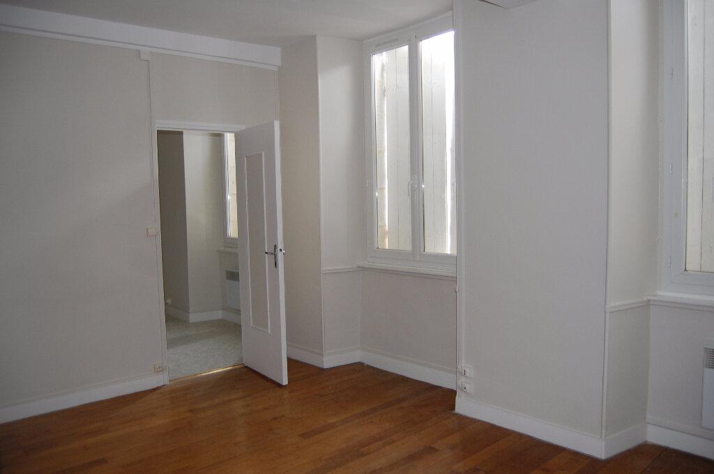 Appartement à louer 3 75m2 à Crézancy-en-Sancerre vignette-4