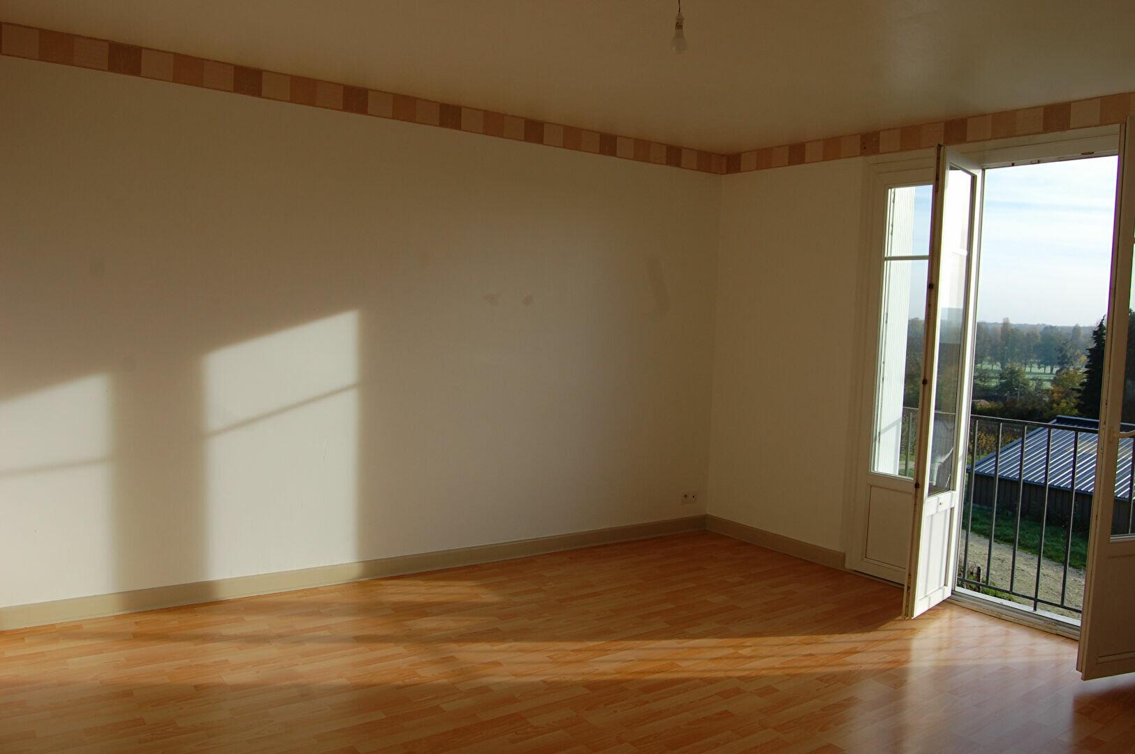 Appartement à louer 3 54m2 à Saint-Satur vignette-1