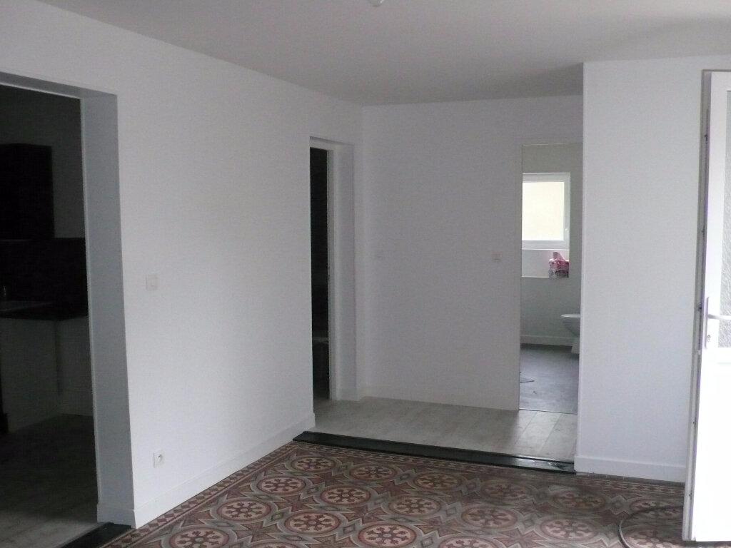 Appartement à louer 2 58m2 à Cosne-Cours-sur-Loire vignette-2