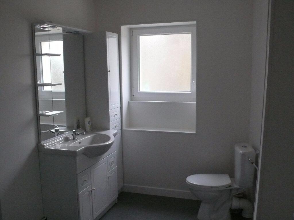 Appartement à louer 2 58m2 à Cosne-Cours-sur-Loire vignette-3