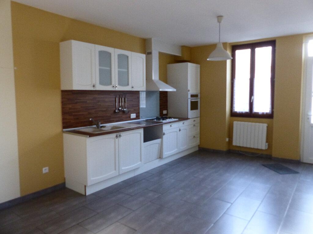 Maison à louer 4 106m2 à Pouilly-sur-Loire vignette-1