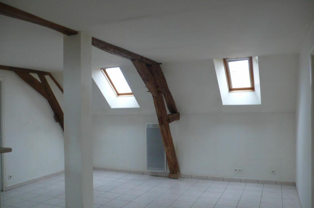 Appartement à louer 3 60m2 à Léré vignette-1