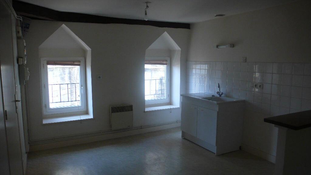 Appartement à louer 2 39m2 à Cosne-Cours-sur-Loire vignette-3