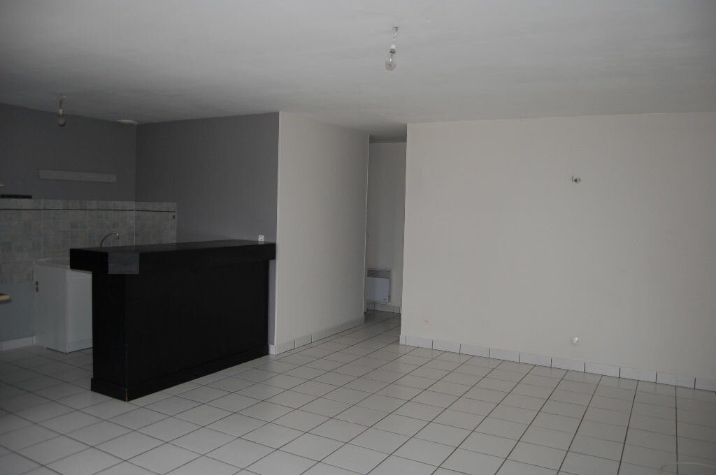 Appartement à louer 3 57m2 à Bué vignette-3