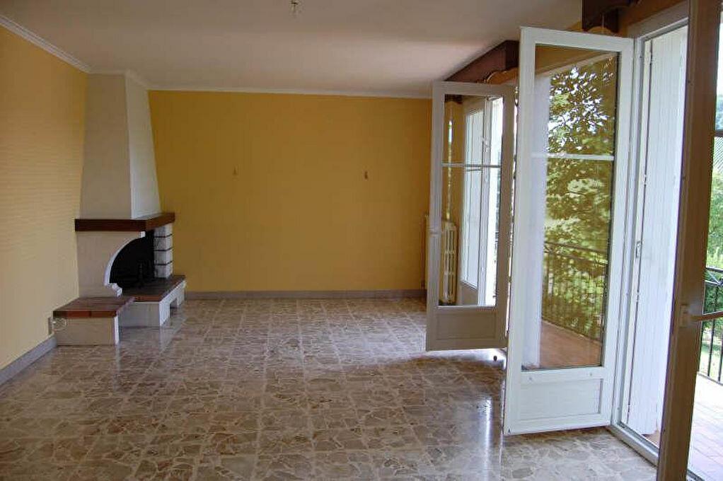 Maison à louer 4 108m2 à Sancerre vignette-4