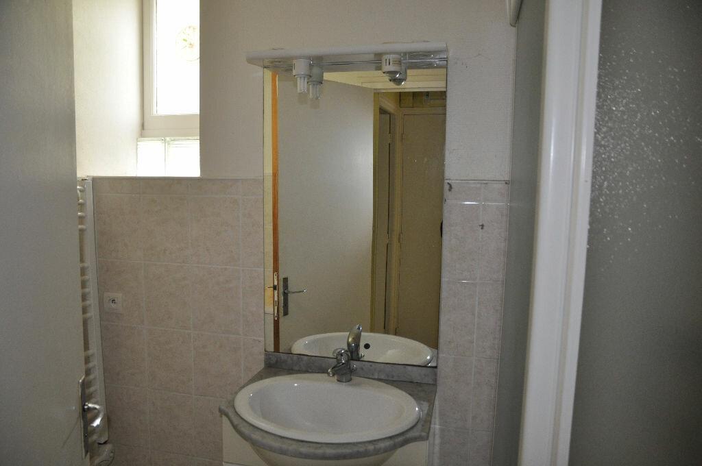 Appartement à louer 1 27m2 à Cosne-Cours-sur-Loire vignette-3