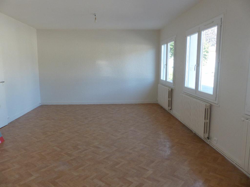 Appartement à louer 2 62m2 à Cosne-Cours-sur-Loire vignette-1