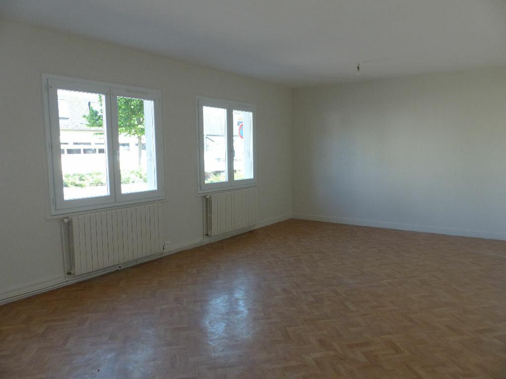 Appartement à louer 2 62m2 à Cosne-Cours-sur-Loire vignette-3