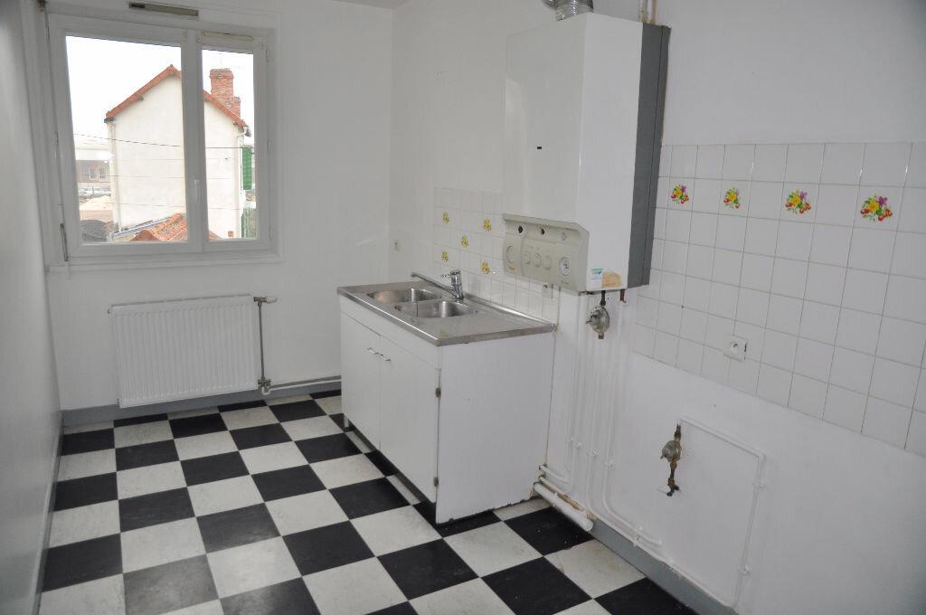 Appartement à louer 2 51m2 à Cosne-Cours-sur-Loire vignette-2