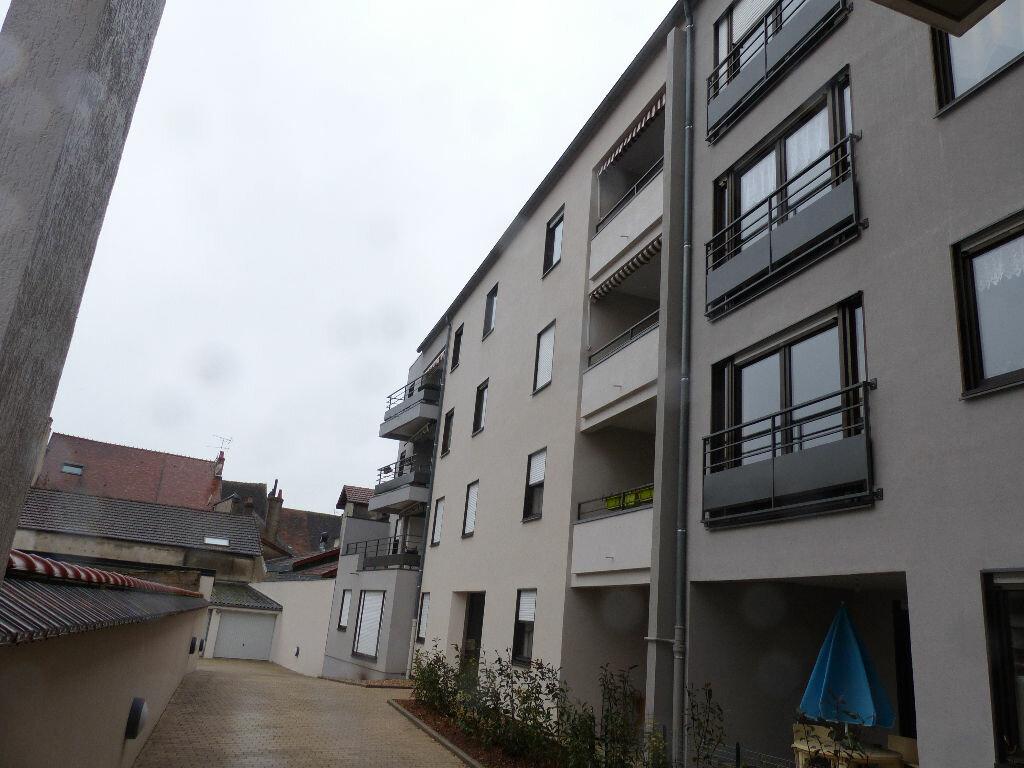 Appartement à louer 2 63.78m2 à Cosne-Cours-sur-Loire vignette-3