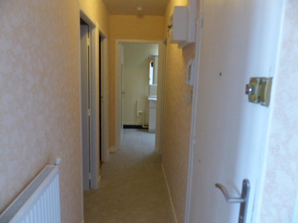 Appartement à louer 2 39m2 à Cosne-Cours-sur-Loire vignette-2