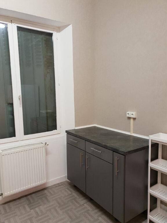 Appartement à louer 3 65m2 à La Charité-sur-Loire vignette-2