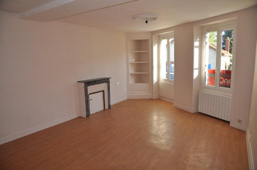 Appartement à louer 1 43m2 à Cosne-Cours-sur-Loire vignette-1