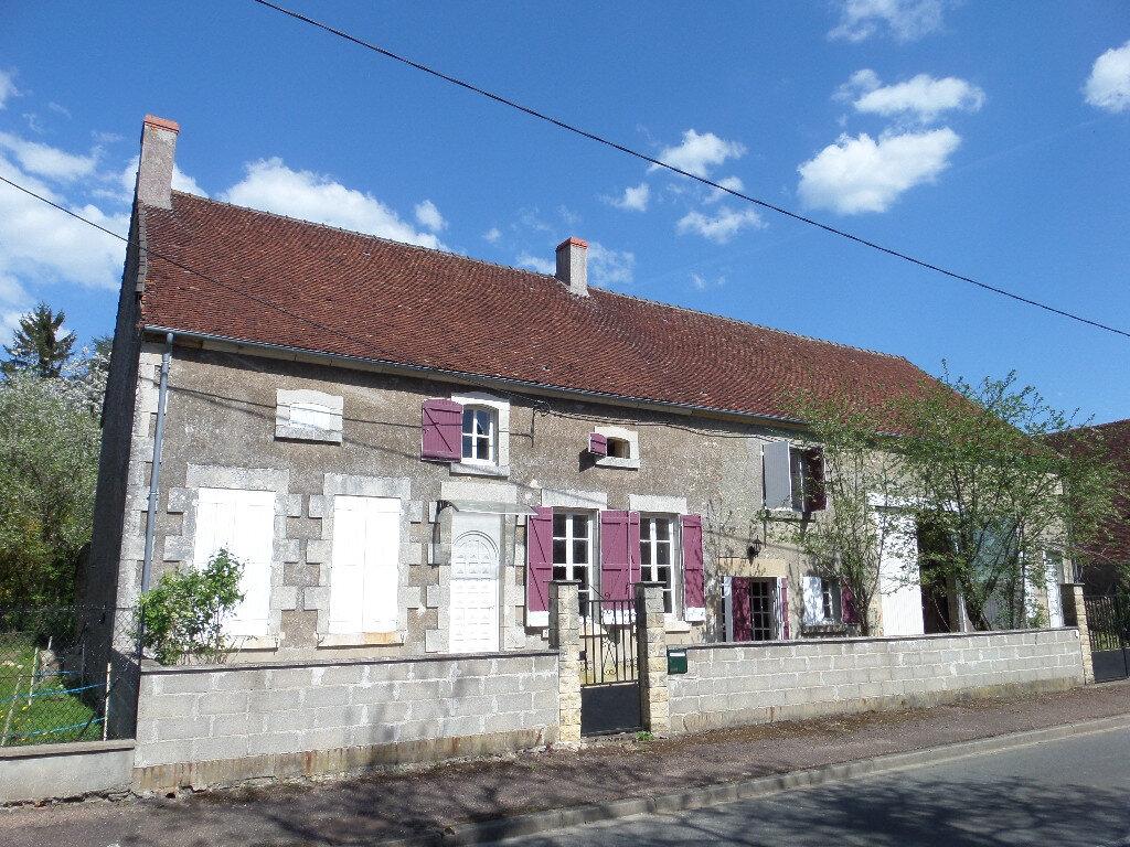 Maison à vendre 7 250m2 à Châteauneuf-Val-de-Bargis vignette-1