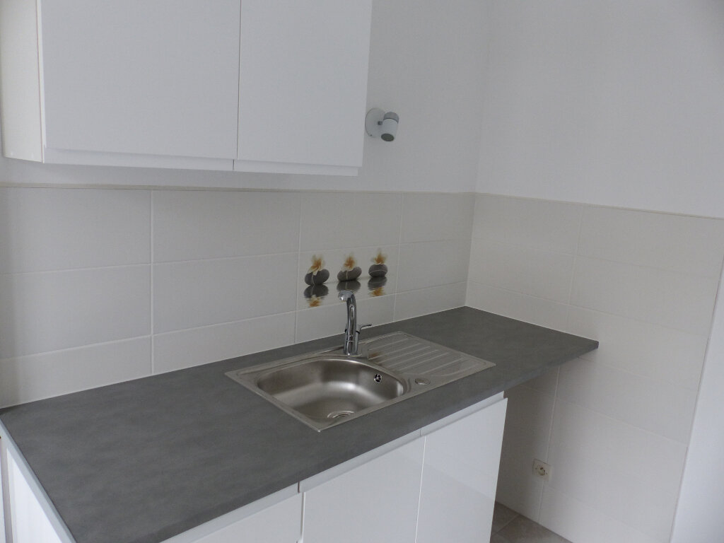 Appartement à louer 1 31.61m2 à Cosne-Cours-sur-Loire vignette-5