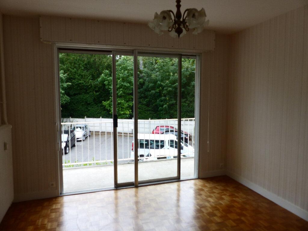 Appartement à louer 2 43m2 à Cosne-Cours-sur-Loire vignette-1