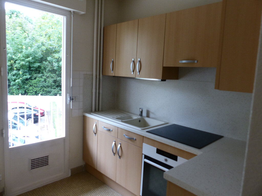 Appartement à louer 2 43m2 à Cosne-Cours-sur-Loire vignette-2