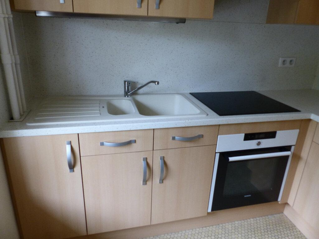 Appartement à louer 2 43m2 à Cosne-Cours-sur-Loire vignette-3