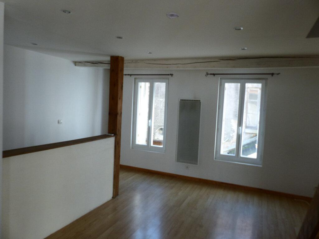 Appartement à louer 2 40m2 à Cosne-Cours-sur-Loire vignette-3