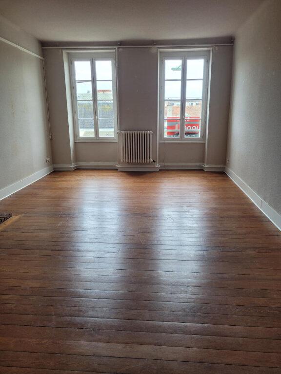 Appartement à louer 3 85m2 à Cosne-Cours-sur-Loire vignette-1