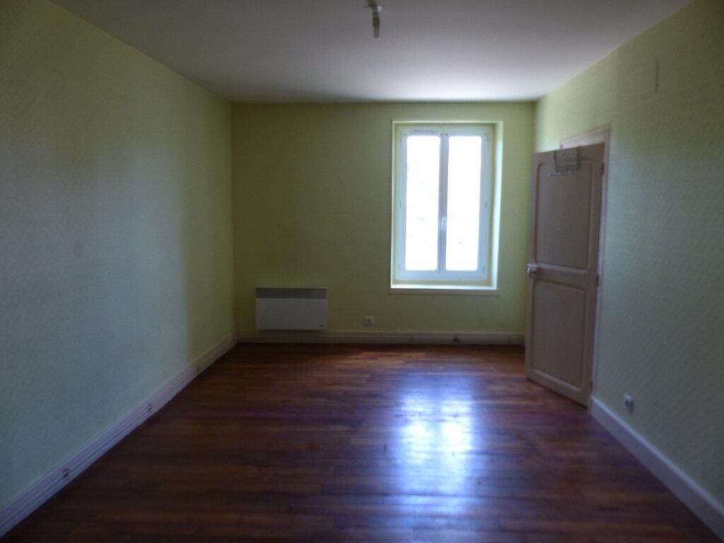 Appartement à louer 3 68m2 à Neuvy-sur-Loire vignette-3