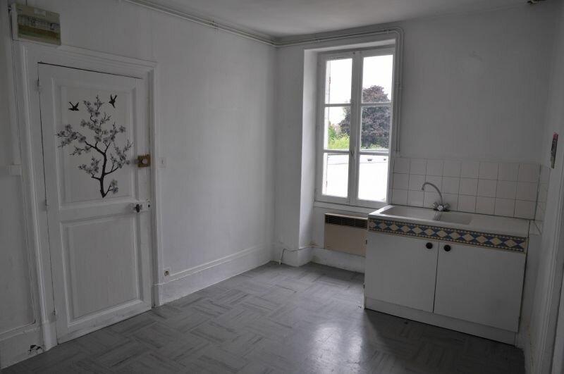 Appartement à louer 3 45m2 à Cosne-Cours-sur-Loire vignette-3