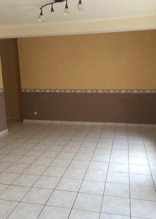 Appartement à louer 4 90m2 à Sainte-Marguerite vignette-3