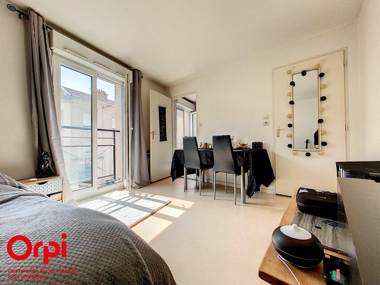 Appartement à louer 1 33m2 à Nancy vignette-1