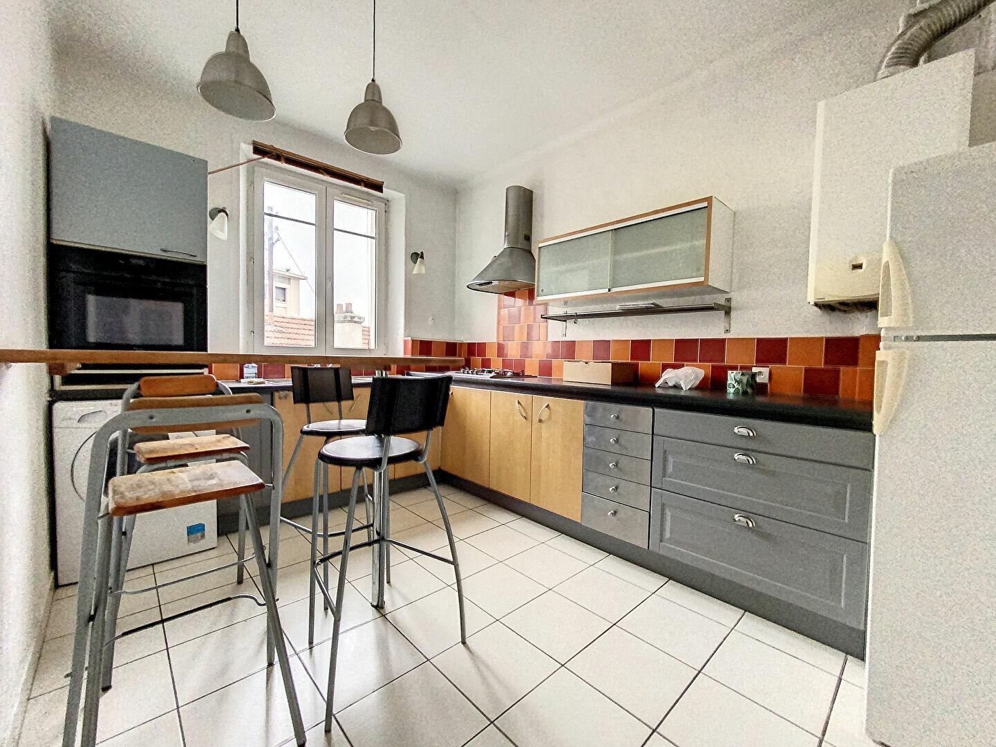 Appartement à louer 3 98m2 à Nancy vignette-7
