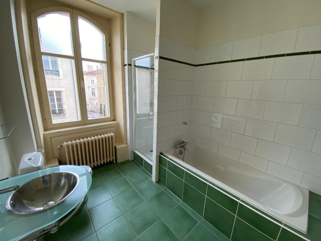 Appartement à louer 7 242m2 à Nancy vignette-7