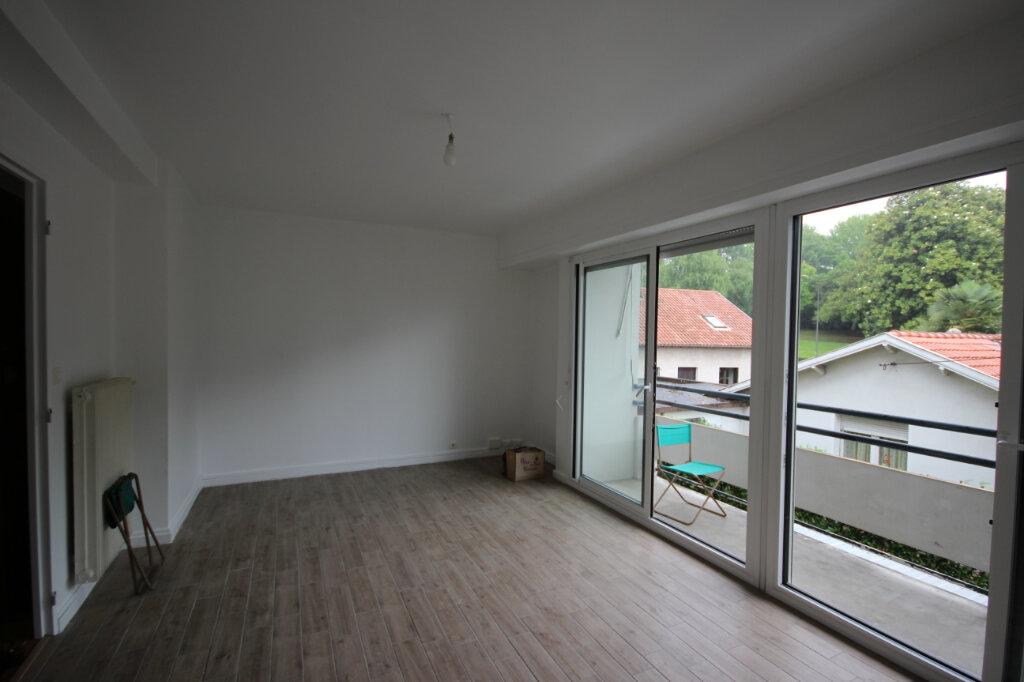 Appartement à louer 4 66.47m2 à Billère vignette-1