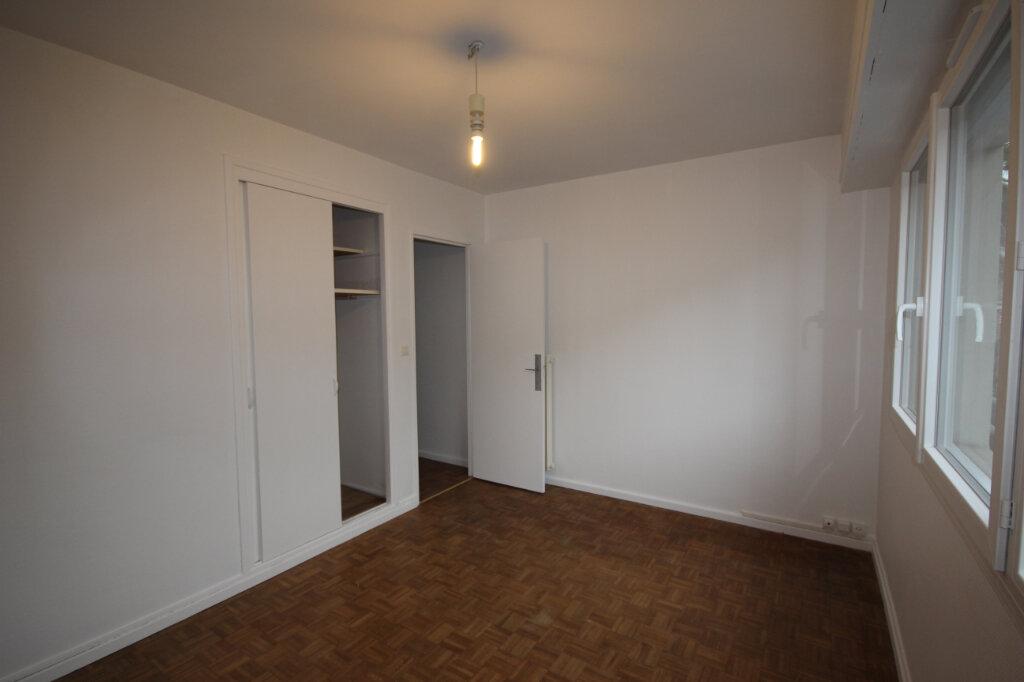 Appartement à louer 4 66.47m2 à Billère vignette-2
