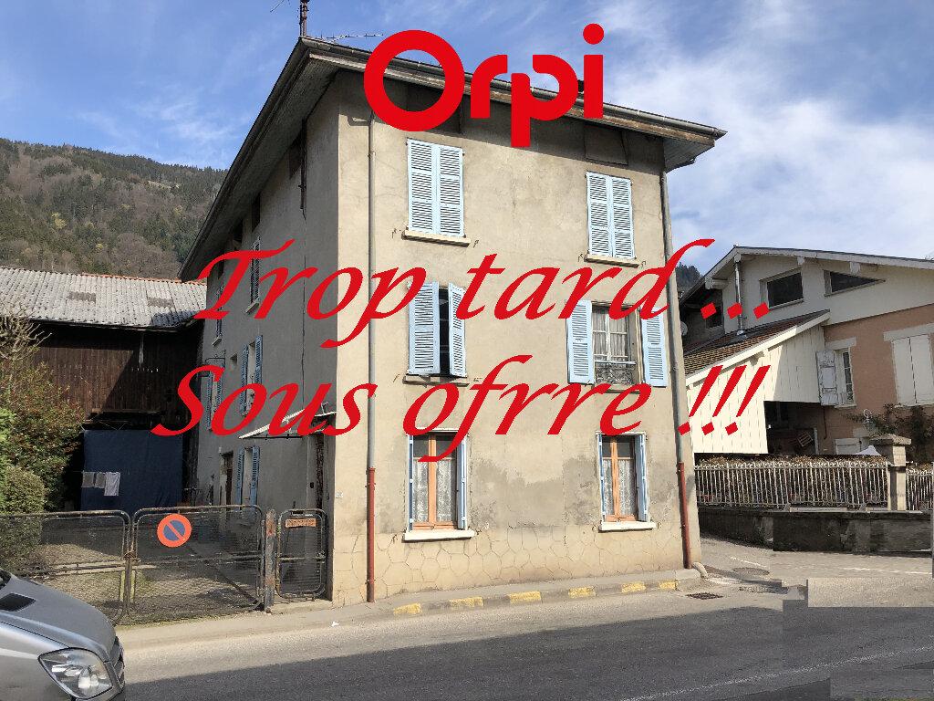 Maison à vendre 9 240m2 à Saint-Pierre-d'Allevard vignette-1