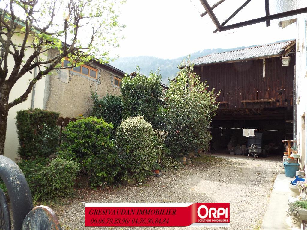 Maison à vendre 9 240m2 à Saint-Pierre-d'Allevard vignette-2