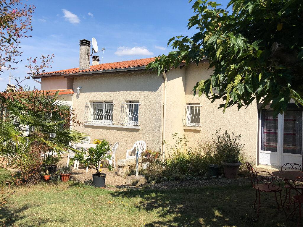 Maison à vendre 4 105m2 à Rochefort vignette-5