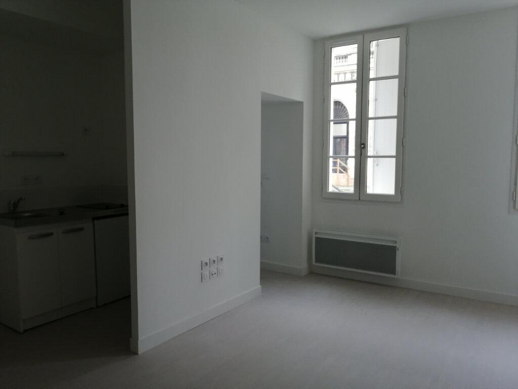 Appartement à louer 2 47m2 à Rochefort vignette-3