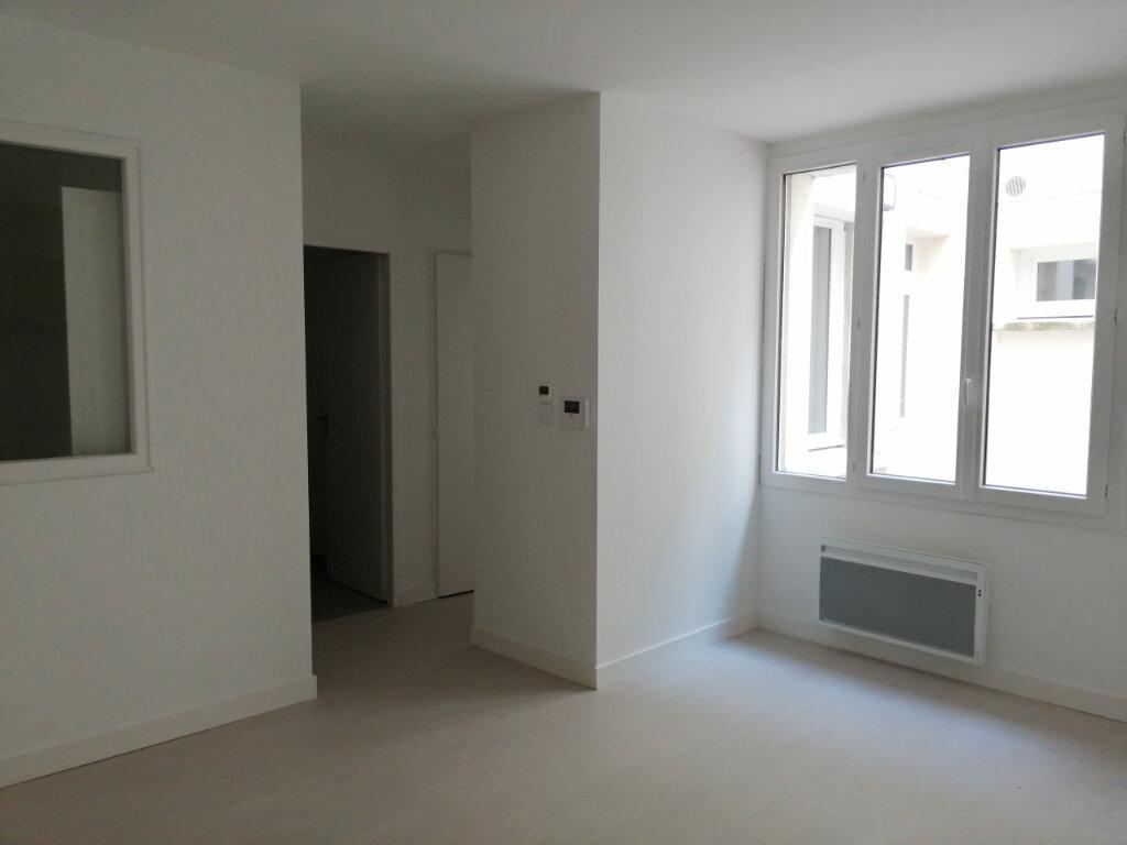 Appartement à louer 2 46m2 à Rochefort vignette-2