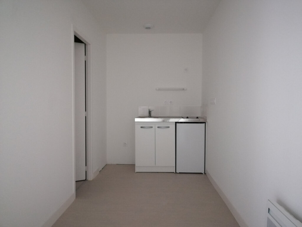 Appartement à louer 2 51m2 à Rochefort vignette-4