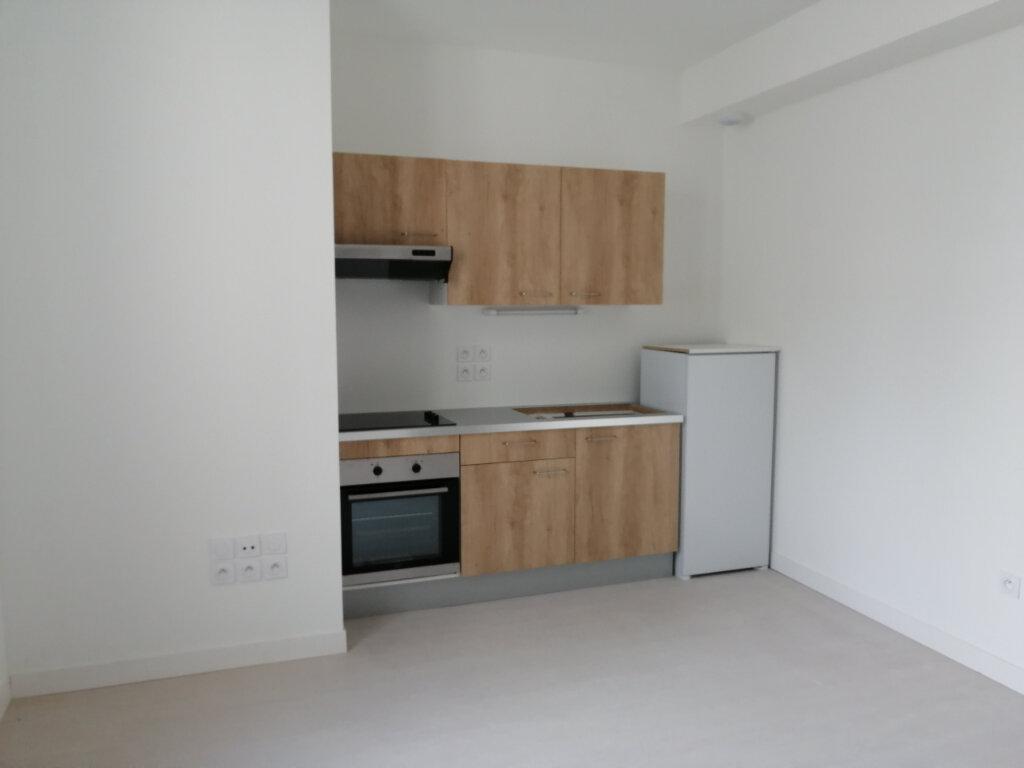 Appartement à louer 3 70m2 à Rochefort vignette-2