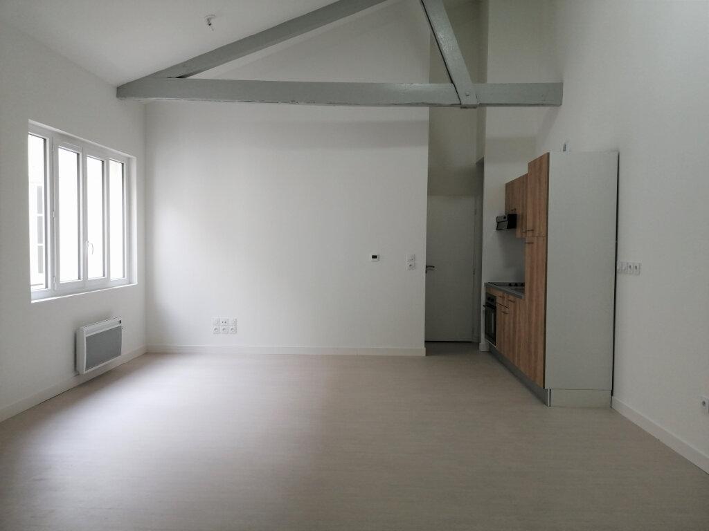 Appartement à louer 2 57m2 à Rochefort vignette-1