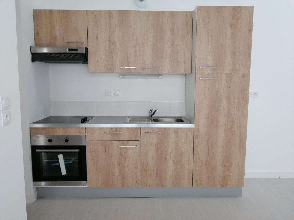 Appartement à louer 2 57m2 à Rochefort vignette-2