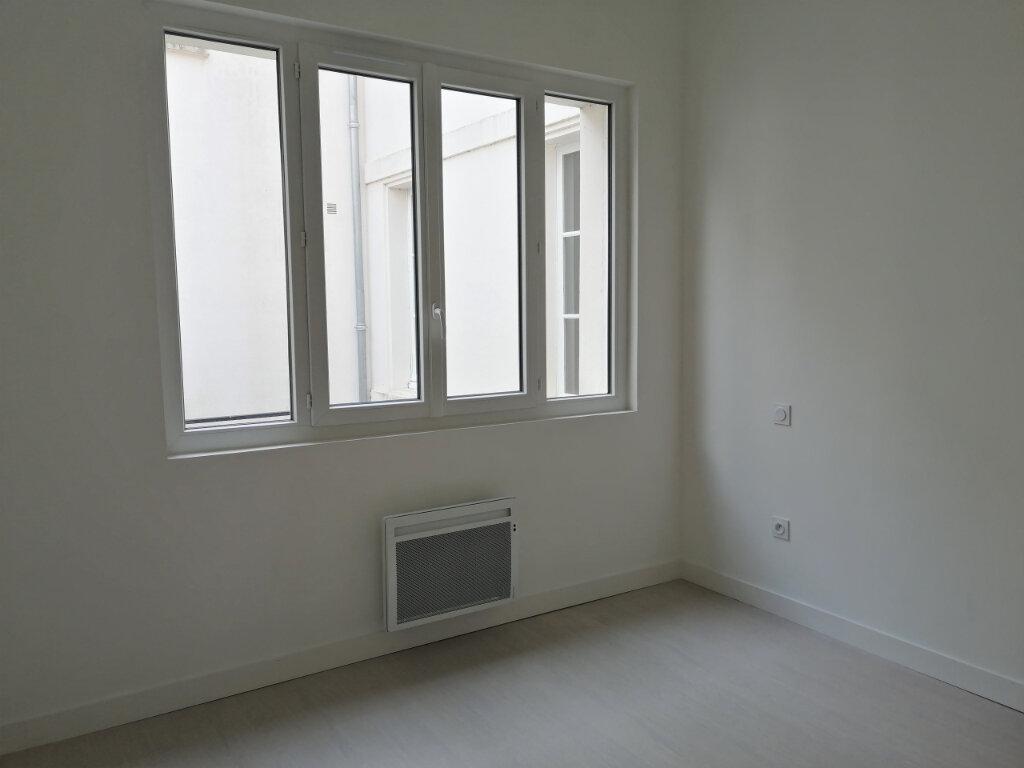 Appartement à louer 2 57m2 à Rochefort vignette-4