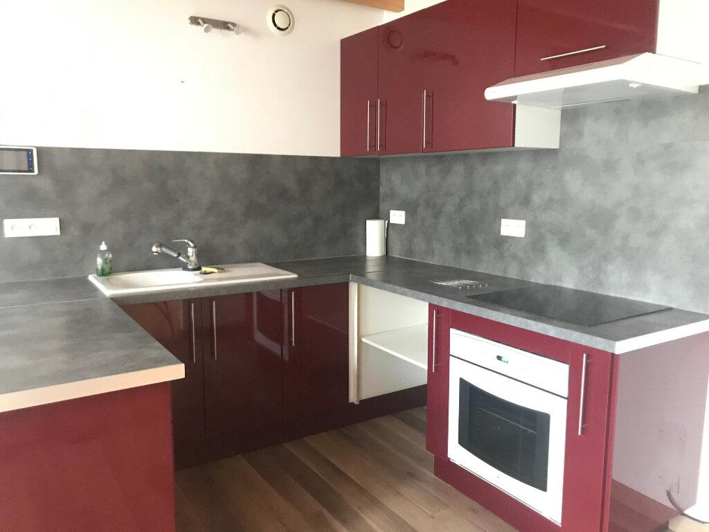 Appartement à louer 2 60m2 à Rochefort vignette-2